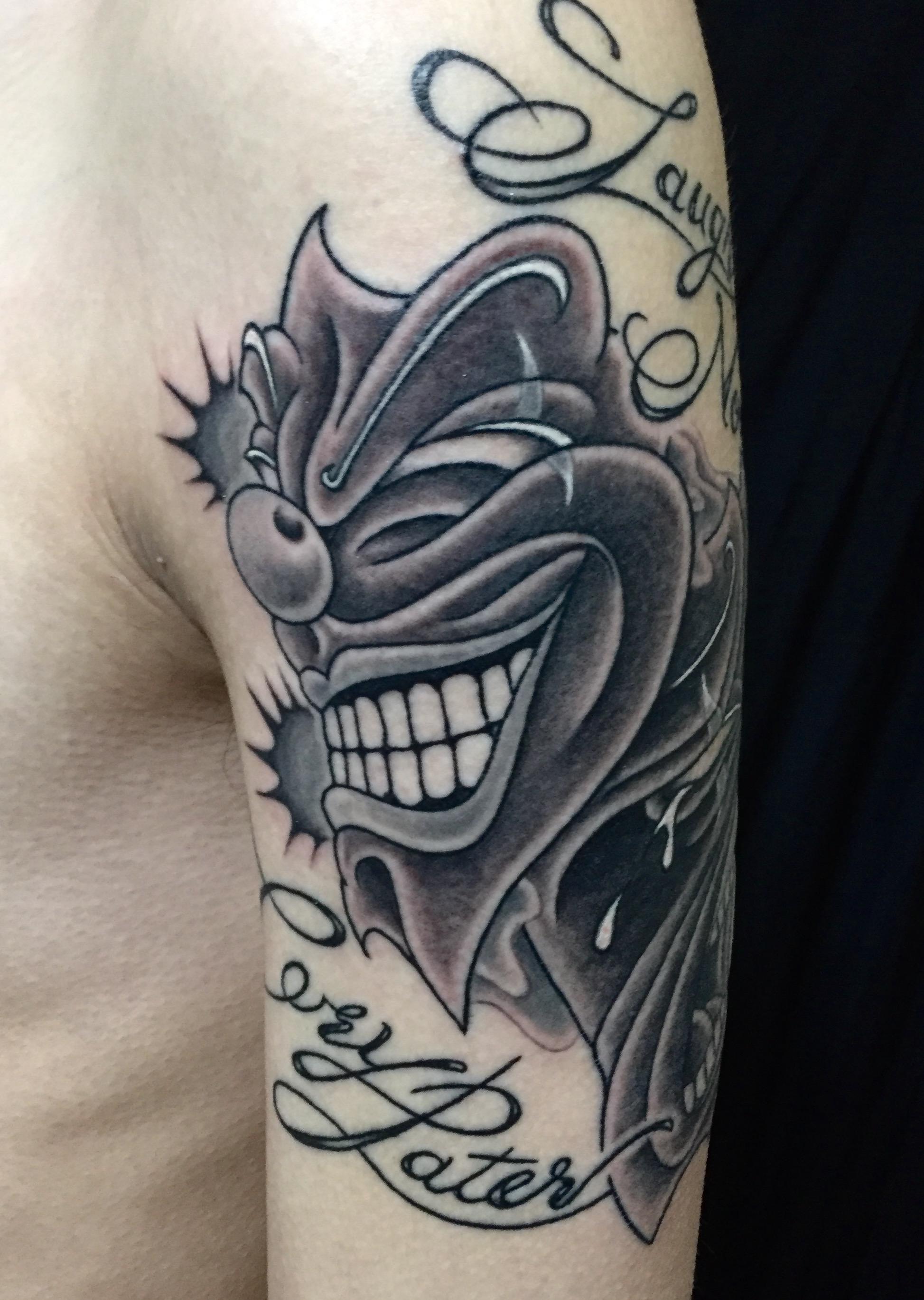 腕 肩 二の腕 ツーフェイス ブラックアンドグレー タトゥー