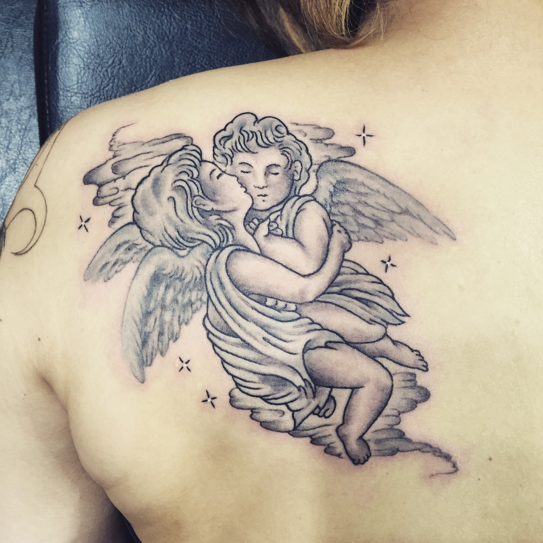 肩 天使 ブラックアンドグレー タトゥー